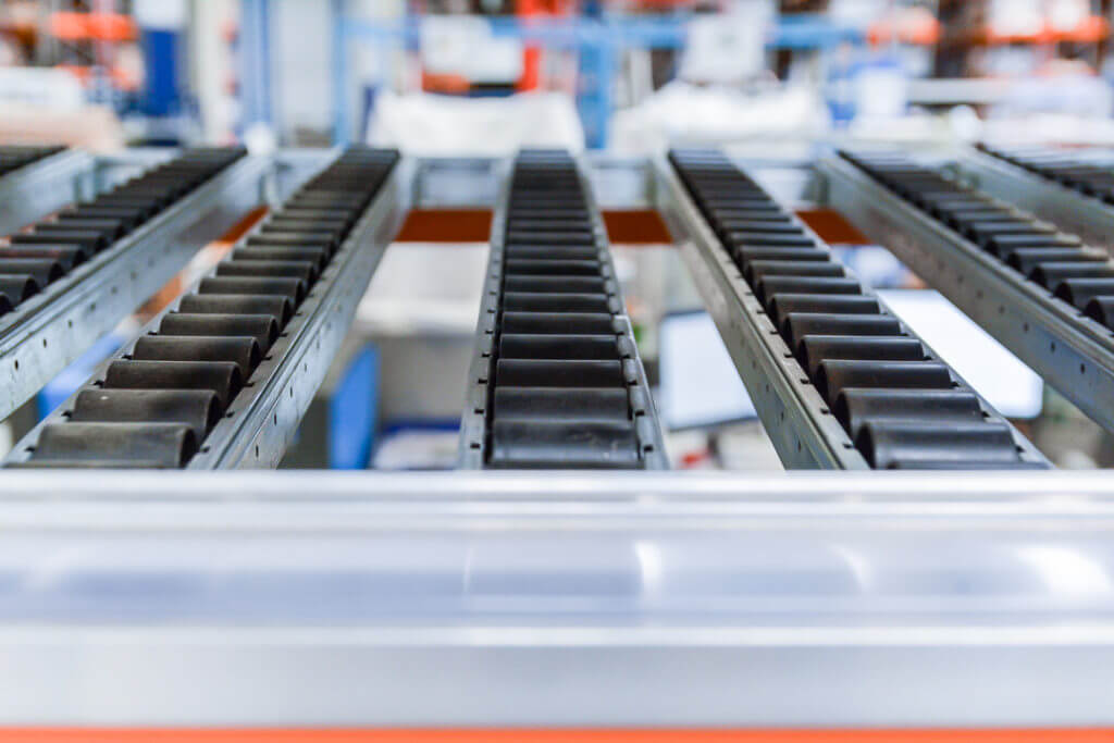 Zdjęcie-4.-Profile-rolkowe-Nedcon-Silesia-1024x683 Spádové regály pro přepravky jsou efektivním řešením pro výrobní a skladové procesy